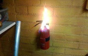 Взрыв огнетушителя