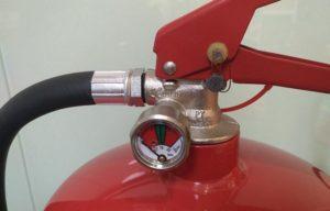 О чем говорит уровень давления в огнетушителе