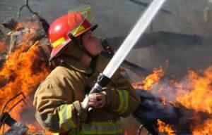 Женщина-пожарник