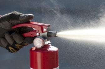 Можно ли тушить человека огнетушителем и каким