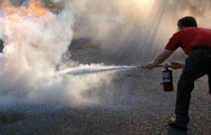 Как потушить бензин и другие горючие жидкости