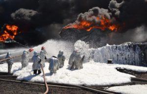 Как производится тушение пожаров на объектах нефтехимии